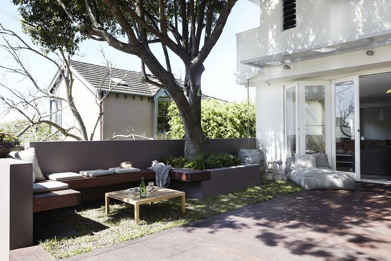a deck and lawn in one - Our Top 10 Australian Outdoor Rooms of 2015